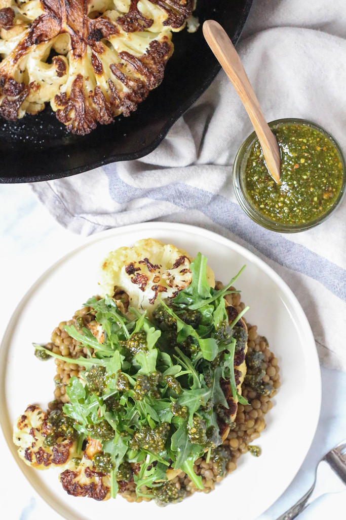 Cauliflower Steaks with herbed lentils, arugula, and roasted pistachio mint pesto |The Mostly Vegan