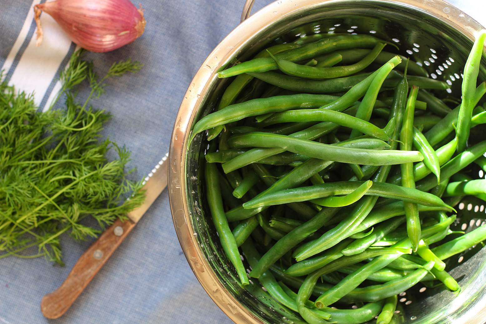 Apple Cider Green Beans with shallots & dill - an easy vegan & gluten free holiday side
